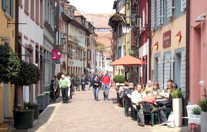 Nina Calderone Hauptstrasse Staufen Schweiz Skype